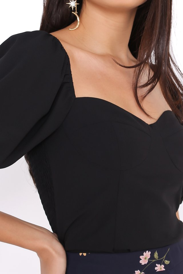 AMELIA SWEETHEART NECKLINE TOP (BLACK)