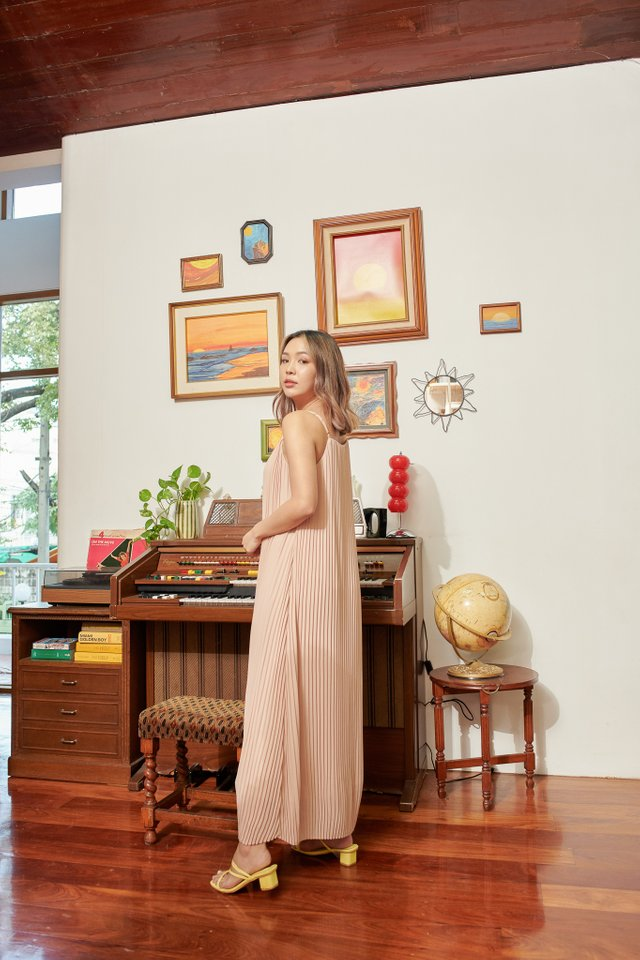 PETRINA PLEATED DRESS (BLUSH NUDE)