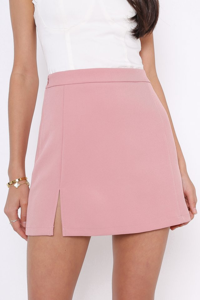 SIERRA SLIT HEM SKORTS (STRAWBERRY PINK)