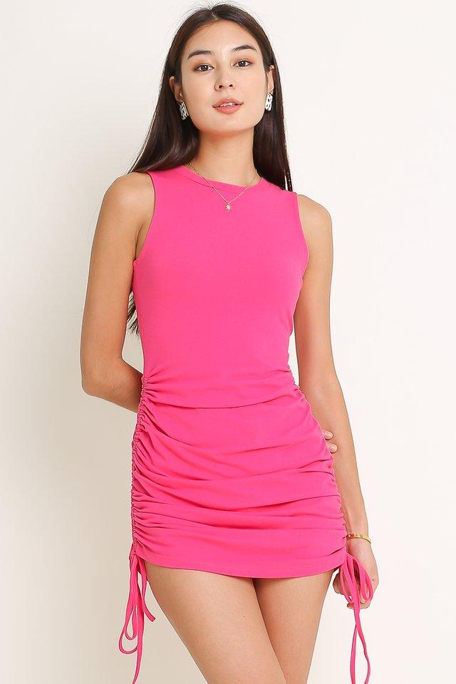 SAVANNAH SIDE RUCHED DRESS (HOT PINK)